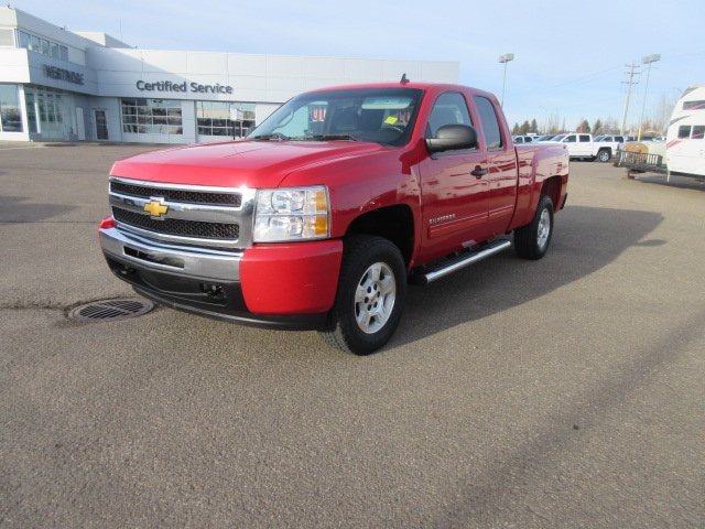 Pre-Owned 2009 Chevrolet Silverado 1500 Work Truck. Text 780-205-4934 for more information!