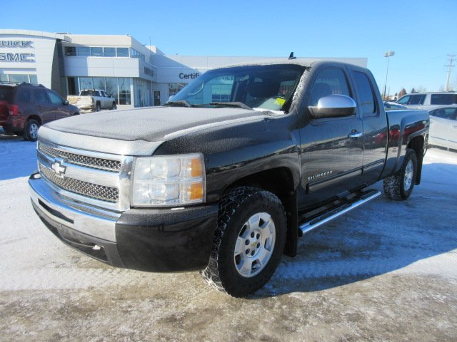 Pre-Owned 2011 Chevrolet Silverado 1500 LT. Text 780-205-4934 for more information!