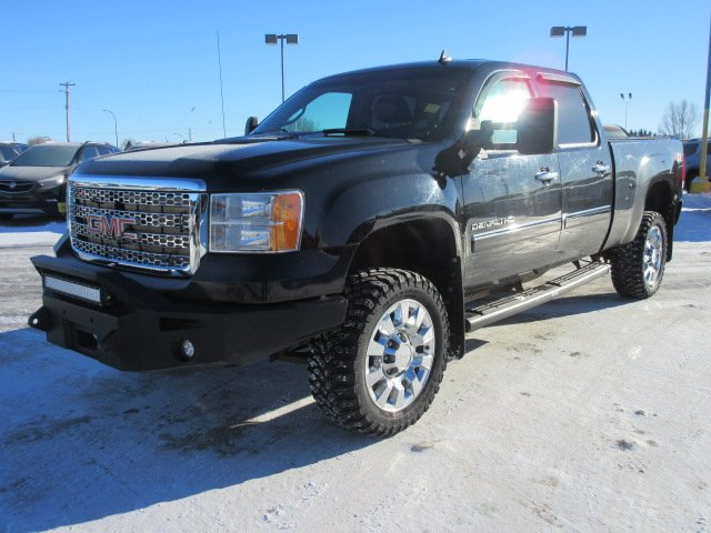 Pre-Owned 2012 GMC Sierra 2500HD Denali. Text 780-205-4934 for more information! With Navigation & 4WD